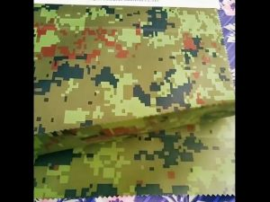 China Hersteller Großhandel Camouflage geprägte Regenkleidung Geotextil Stoff für Outdoor-Gewebe